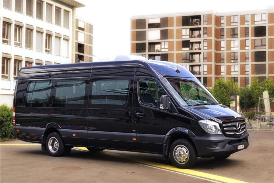 16 Plätzer Mercedes Minibus schwarz