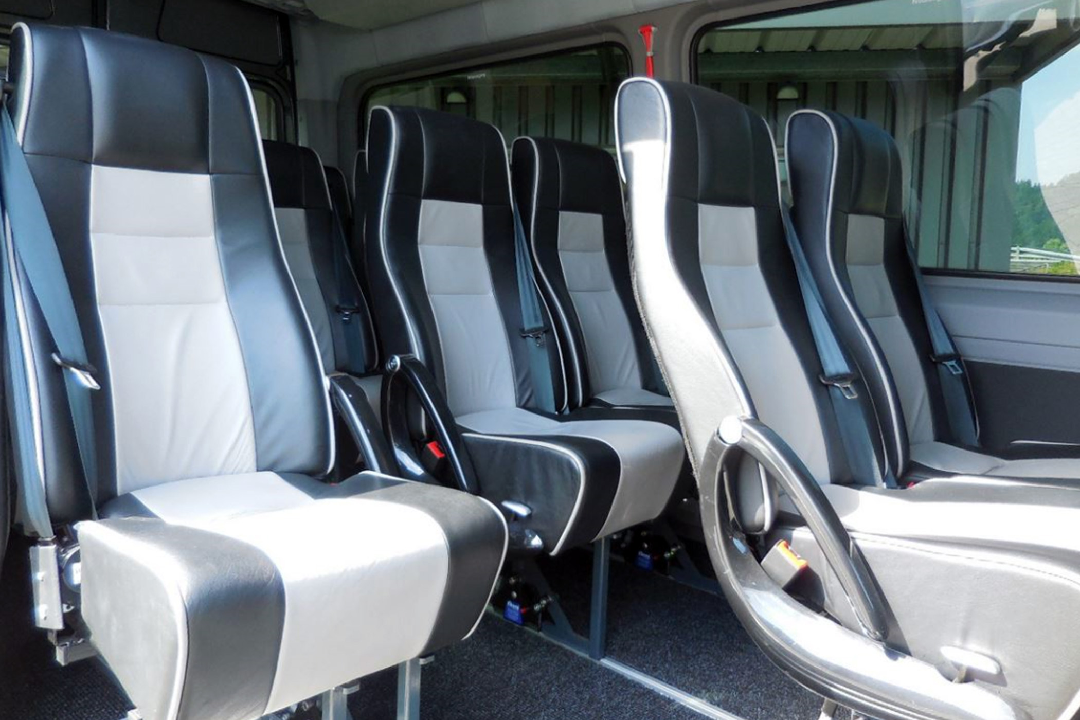 img_fleet_mercedes_sprinter_vip2